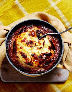 Recette Gâteau cocotte à l'ananas et au rhum de ma grand-mère de de Christian Le Squer : Préchauffez le four à 180 °C (th. 6).Pelez et détaillez 1 ananas...