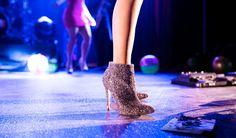 19 preguntas que debes hacerte antes de conectarte con él - Ballerinas, White Canvas Shoes, Venetian Masquerade Masks, Glitter Girl, Super Hero Costumes, Nude Pumps, Party Shoes, Rock, Black Ankle Boots