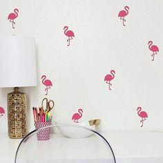 Amor profundo pelo nosso Kit de adesivos Flamingos. 😍 Combine com detalhes dourados na decoração e arrase muito! 💕 Link da loja online aqui no nosso perfil. #DivirtaSeDecorando #adesivosdeparede #adesivos #adesivosdecorativos #adesivodeparede #decor #abacaxi #abacaxis #pineapple #cantinho #diy #facavocemesmo #apartamento #decoração #quartodecasal #amor #interiores #designdeinteriores #arquitetura #cafofo #parede #decorefacil #flamingo #flamingos #decorando #instadecor #pinkflamingo…
