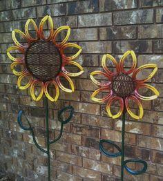 Items similar to X-Large Horseshoe Flower Yard/Garden Art on Etsy – metal of life Horseshoe Projects, Horseshoe Crafts, Horseshoe Art, Welding Crafts, Welding Art Projects, Metal Projects, Blacksmith Projects, Diy Projects, Metal Sculpture Artists