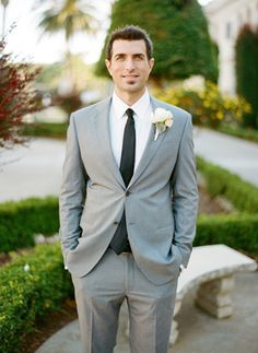 Sharp gray suit for the groom!