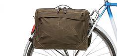 Een fietstas is over het algemeen niet het meeste stijlvolle object dat je aan je fiets hangt. De tassenmakers van ...