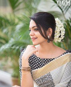 29 ideas for hair prom classy elegant Saree Hairstyles, Bride Hairstyles, Hairdos, Onam Saree, Kerala Saree Blouse Designs, Set Saree, Bridal Hair Buns, Saree Poses, Indian Wedding Hairstyles