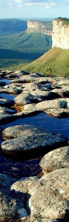 Chapada Diamantina - Brasil. É protegida pelo Parque Nacional da Chapada Diamantina, situada no centro do estado brasileiro da Bahia, onde nascem quase todos os rios das bacias do Paraguaçu, do Jacuípe e do Rio de Contas.