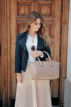 #maxifalda #maxiskirt #leatherjacket #chaquetacuero #bikerjacket #chaquetabiker #springlook #lookprimavera #loretoelrincondemoda #loretoerdm #tendenciasprimavera #modaprimavera #lookcasual #faldalarga #elrincondemoda #erdm