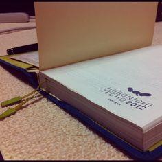 """愛用している手帳は「ほぼ日手帳カズン」。デイリーページの大きさや、用途の自由さ、そして何より堅苦しい形式にとらわれないで使える所が気に入っています。""""ちょっとチープな感じ""""って言うのが、""""書く""""という行為のハードルを下げてくれているような気がします。"""