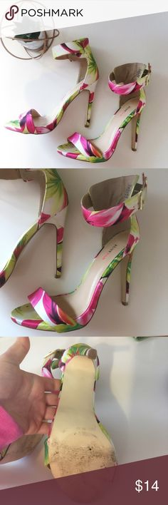 Just Fab Floral Heels🌺 Gently warn floral heeled Just Fab heels. Size 6.5. Perfect for spring/ summer. JustFab Shoes Heels