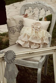 Whimsy - Pretty pillow with lace ruffles Shabby Cottage, Shabby Chic Homes, Cottage Chic, Ruffle Pillow, Lace Pillows, Shabby Chic Pillows, Pillow Fight, Pillow Talk, Sewing Pillows