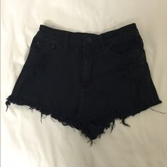 URBAN OUTFITTERS BDG high waisted black shorts! Cheeky high waisted urban outfitters shorts, perfect for summer! Urban Outfitters Shorts Jean Shorts