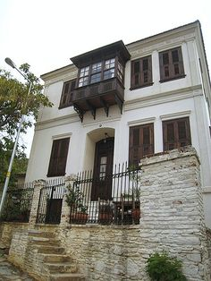 ideas for house facade design traditional architecture Simple House Exterior Design, Rustic Home Design, House Front Design, Old Stone Houses, Old Houses, Style At Home, Turkish Architecture, Barn House Plans, House Entrance