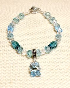 Light blue crystal fish cat or small dog collar with safety magnetic clasp. Purrfect for your cat or teacup / toy dog. Great pet jewelry in the Fido & Fifi Etsy store. Dog Jewelry, Animal Jewelry, Unique Jewelry, Beaded Dog Collar, Blue Crystals, Teacup, Dog Toys, Small Dogs, Etsy Store