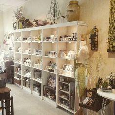 display shelves & lighting