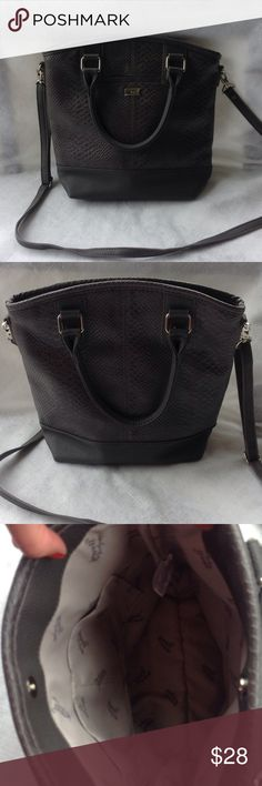 """NWOT. Thirty-One jewel crossbody handbag Thirty-One Newell handbag.  Dark grey snakeskin pattern.   Crossbody adjustable and removable strap. 12"""" wide and 11"""" tall. Inside pockets and 1 outside pocket. New without tags. Excellent condition. Thirty-One Bags Crossbody Bags"""