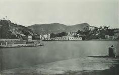 Panorami che riconosceremmo tra mille; scorci dai lineamenti familiari. Ecco una bellissima immagine realizzata agli inizi del 1900 da Brogi e che ritrae il nostro porto di Ischia. Un bianc…