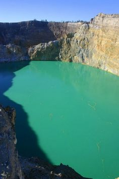 Mysterious Colored Volcanic Crater Lakes in Indonesia (Photos)