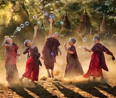 Buddhist children playing with bubbles We Are The World, People Around The World, Wonders Of The World, Tibet, Buddhist Monk, Buddhist Wisdom, Photos, Pictures, Beautiful World