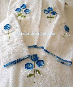 Toallas con flores de ganchillo.
