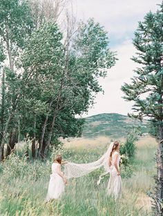 Photography: D'Arcy Benincosa - www.benincosaweddings.com   Read More on SMP: http://www.stylemepretty.com/2016/11/21/utah-wedding-in-the-mountains/