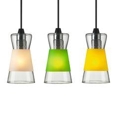 Articolo: 230083_Parent skuLampada a sospensione in vetro. Puo' essere utilizzata cosi' com'e' oppure con una cover colorata in polipropilene, a seconda dell'umore. Le cover colorate ad anello consentono di rivestire e svestire la lampada in modo facile e veloce. Inlude 3 varianti colore. Idea originale di Authentics per questa lampada a sospensione colorata, che cambia, permettendo di avere ogni volta una luce diversa. Cavo lungo 2 mt con tassello finale per collegamento al soffitto…