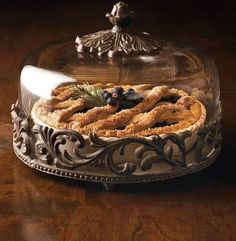 GG Collection Acanthus Leaf Covered Pie Plate w/Base