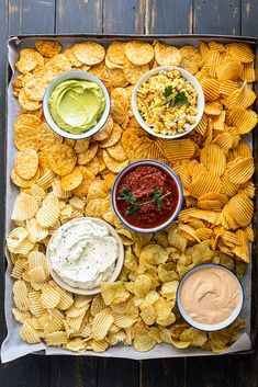 Chips and dip is the perfect, easy snack for entertaining a crowd. Make a variety of dips, add all your favorite chips and serve on a big platter. snacks for a party Chips and dip platter - Simply Delicious Charcuterie Recipes, Charcuterie And Cheese Board, Party Food Platters, Snack Platter, Snacks Für Party, Taco Bar Party, Party Party, Keto Snacks, Party Games