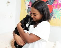 """Girls and Their Cats sur Instagram: 3/3 """"A typical day at my apartment includes waking up to the kittens cuddling my feet at the foot of the bed. Once Daisy sees my eyes open,… Cuddling, Kittens, Daisy, Eyes, Girls, Instagram, Physical Intimacy, Cute Kittens, Toddler Girls"""