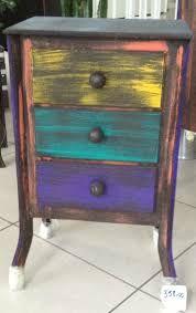 criado-mudo colorido