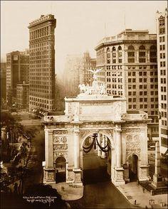 Victory Arch & Flatiron, New York City 1919:  Photo of the Victory Arch and Flatiron Building in New York City