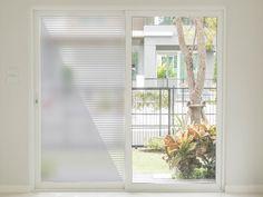 Folie de sablare cu model geometric pentru uşi din sticlă. Dimensiuni rola: 100 x 210 cm Model, Windows, Madness, Geometry, Scale Model, Models, Template, Ramen