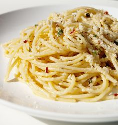 Grab a Forkful of Happiness by Making This Garlicky Spaghetti Immediately