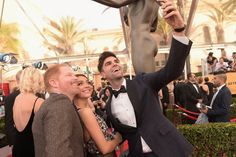 Pin for Later: The Cutest and Most Random Celebrity Run-Ins at the SAG Awards Jesse Tyler Ferguson, Sarah Hyland, and Justin Mikita