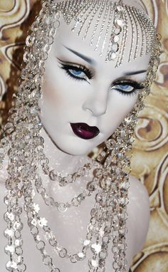 With this crystal goddess chandelier headdress I look like artwork. Halloween Make Up, Halloween Face Makeup, Make Up Art, How To Make, Beauty Makeup, Eye Makeup, Doll Makeup, Hair Beauty, Festival Trends