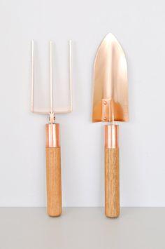 Grafa Garden Trowel by Koromiko. Handcrafted in Australia with bronze tool head, copper ferule and hardwood handle.