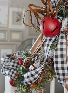 Cottage Christmas decor staircase railing 2 - MY World Christmas Staircase Decor, Christmas Tree Storage, Real Christmas Tree, Cabin Christmas, Elegant Christmas, Plaid Christmas, Rustic Christmas, Christmas Holidays, Christmas Decorations