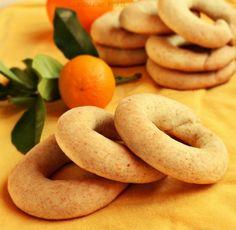 Por esta zona de Valencia son bastante típicos unos dulces conocidos como rollitos de anís  o  de San Blas , que se encuentran en práctica...