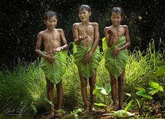 Crianças Brincando Ao Redor Do Mundo