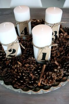 Pine cones, white candles, and stenciled numbers make this quick and easy Advent wreath. Christmas Is Coming, Christmas Love, All Things Christmas, Winter Christmas, Merry Christmas, Christmas Advent Wreath, Christmas Crafts, New Years Decorations, Christmas Decorations