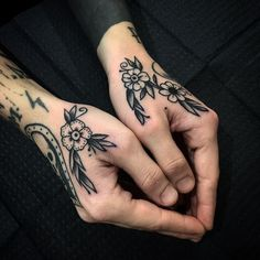 Side Hand Tattoos, Finger Tattoos, Body Art Tattoos, Sleeve Tattoos, Female Hand Tattoos, Tatoos, Hand Tattoos For Guys, Rose Tattoos, Leg Tattoos