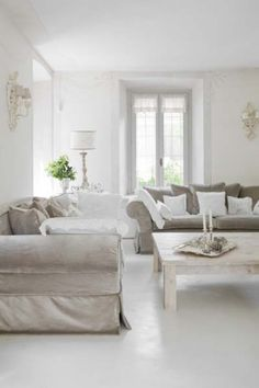 Rococo Louis XV and Shabby Chic interior design 8 Shabby Chic Interiors, Beautiful Interiors, Shabby Chic Decor, White Interiors, Shabby Chic Outdoor Furniture, Interiores Shabby Chic, Piece A Vivre, White Rooms, Furniture Styles