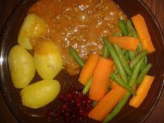 Jauhelihakastike, peruna, porkkana-pavut ja itsepoimitut puolukat (lasten kanssa)