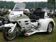Google Image Result for http://shoutingthomas.typepad.com/photos/antique_motorcycle_show_2/92.gif