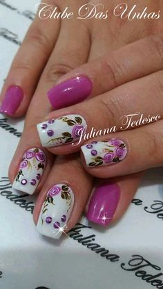 Nails decorated with vintage floral Flower Nail Designs, Flower Nail Art, Nail Art Designs, Art Flowers, Fabulous Nails, Gorgeous Nails, Pretty Nails, Cute Nail Art, Stylish Nails
