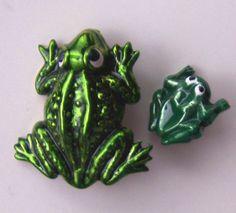 ButtonArtMuseum.com - Realistic Frog Buttons