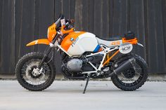 In addition to updating the BMW for the 2017 model year, our sources tell us that the BMW Lac Rose concept will debut as a production model at the EICMA show next month in Milan, Italy. Based off the BMW R nineT platform, the Lac Rose (not the name Moto Enduro, Bmw Scrambler, Enduro Motorcycle, Mongoose Mountain Bike, Rally Dakar, Biker, Nine T, Bmw Cafe Racer, Cafe Racers