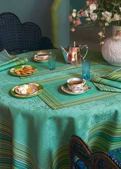 Love the rich colors of this jacquard tablecloth from Le Jacquard Francais.