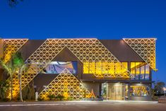 Office Building Architecture, Facade Architecture, Amazing Architecture, Building Design, Retail Facade, Shop Facade, Plaza Design, Mall Design, Arch House