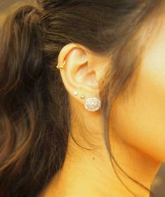 Chie Filomeno showed off her multiple piercings at the 2018 ABS-CBN Ball. Getting Your Ears Pierced, New Short Hairstyles, Multiple Earrings, Diamond Earrings, Stud Earrings, Multiple Ear Piercings, Earring Trends, Keep It Classy, Handmade Jewelry