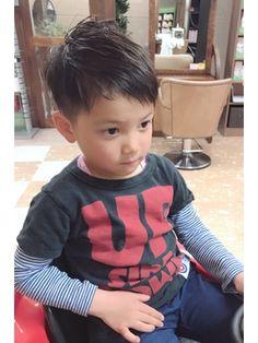 キッズヘア☆イケメンボーイ☆ツーブロ/Amour Maya【アムール マヤ】をご紹介。2018年春の最新ヘアスタイルを300万点以上掲載!ミディアム、ショート、ボブなど豊富な条件でヘアスタイル・髪型・アレンジをチェック。 Asian Boy Haircuts, Kids Short Haircuts, Cool Boys Haircuts, Toddler Boy Haircuts, Asian Kids, Asian Babies, Baby Boy Hairstyles, Kids Cuts, Hair Arrange