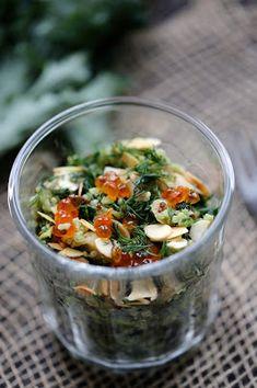 Salade de quinoa au chou kale, saumon fumé et amandes