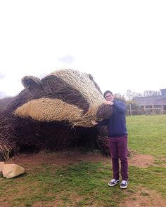 Many snuggles were had between the giant badger and @o_b_iwan by amandabathory